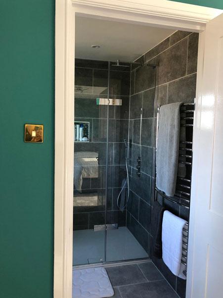 Loft, Extension & Full Refurbishment – Stoneleigh Gallery